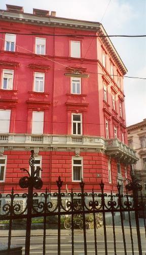 Das rote Haus an der Ecke Mandellstraße und Sparbersbachgasse. © Sudy