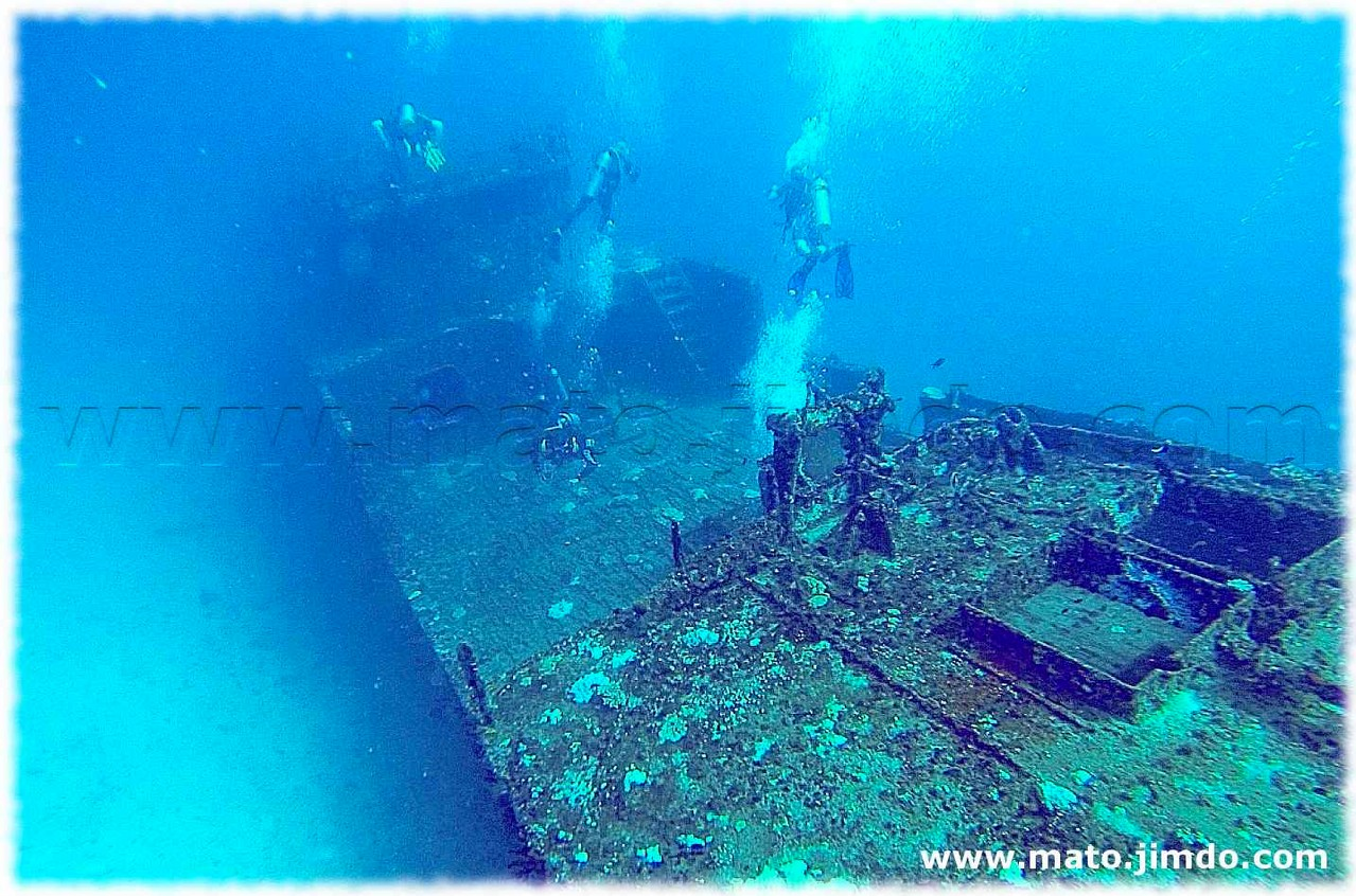Wreck at the Maldivian Sea - (c) mato