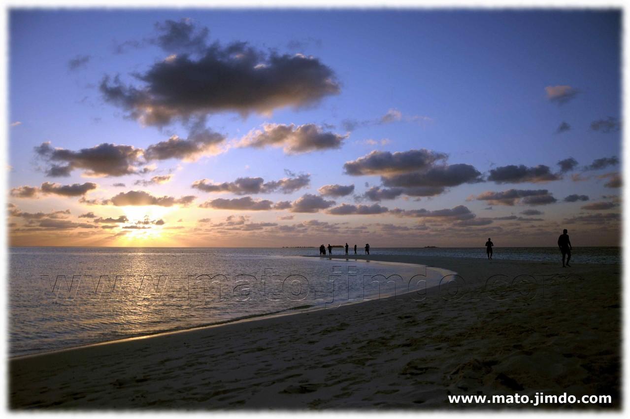 Tramonto sull'isola deserta - (c) mato