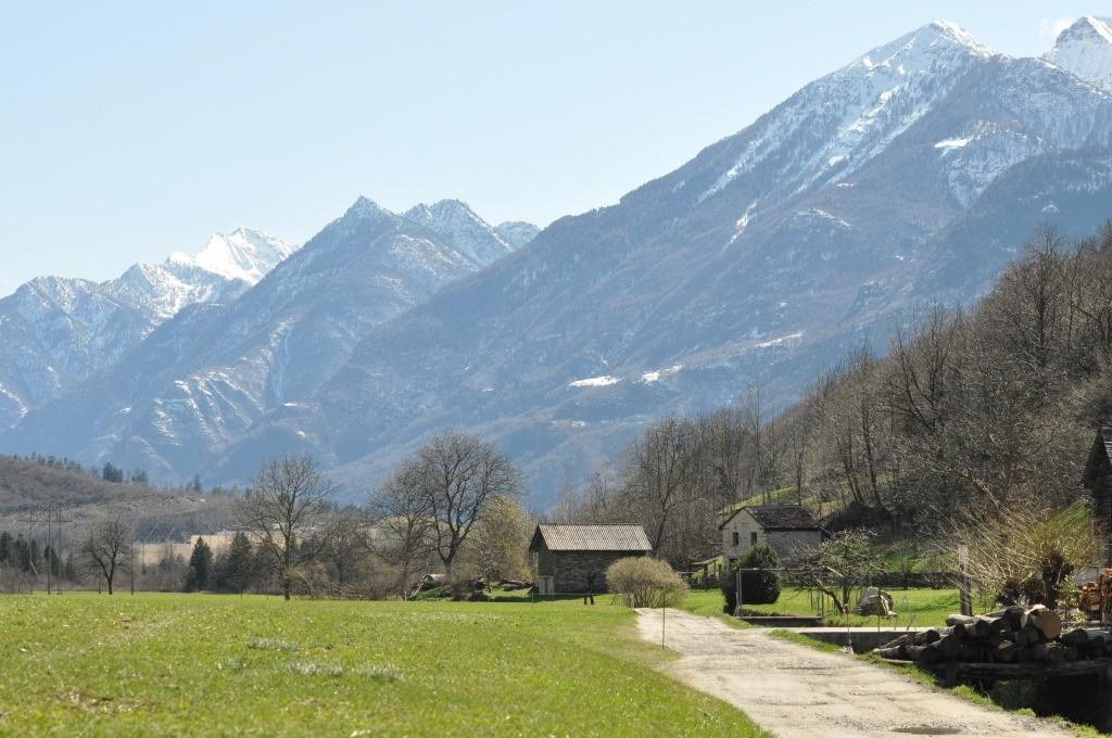 Veduta sulla Valle Riviera TI (campagna di Semione)