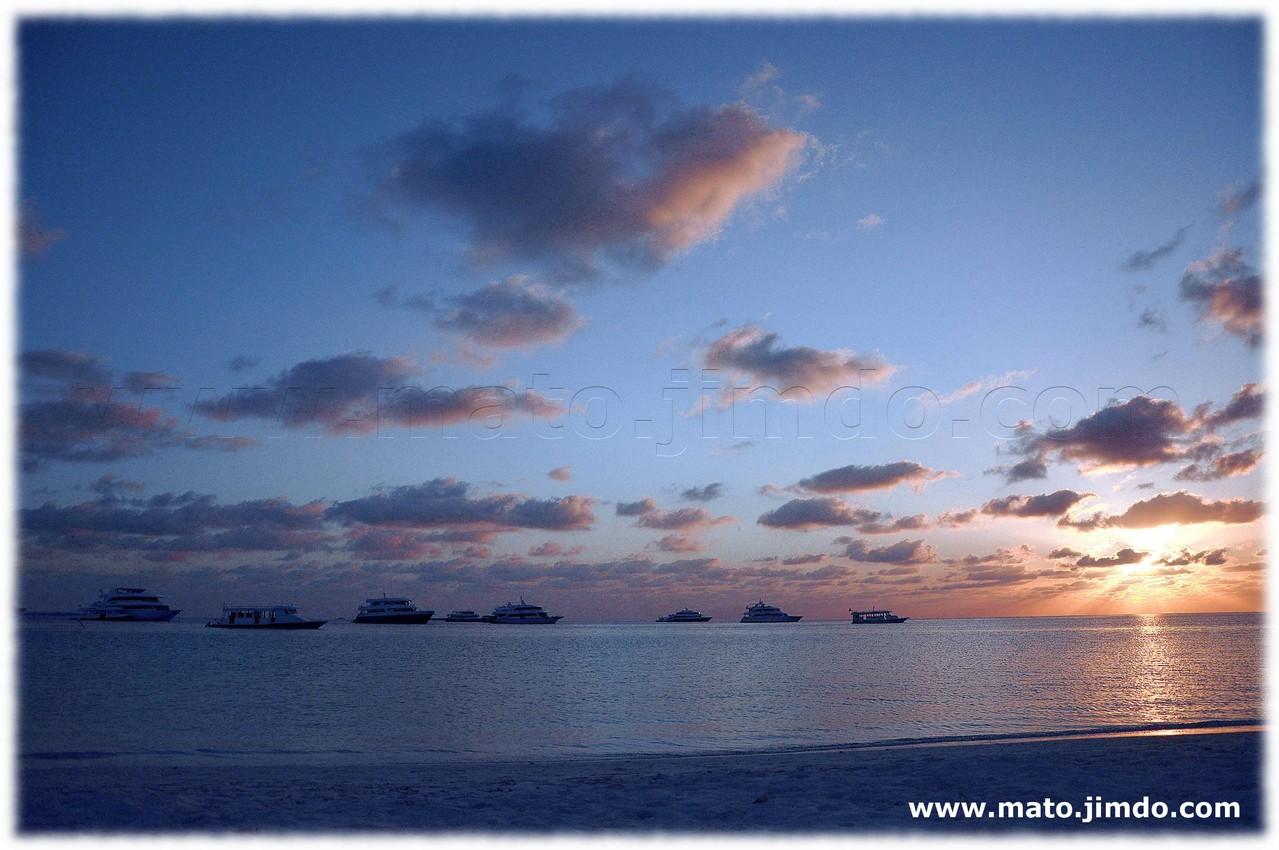 Barche al tramonto sull'isola deserta - (c) mato