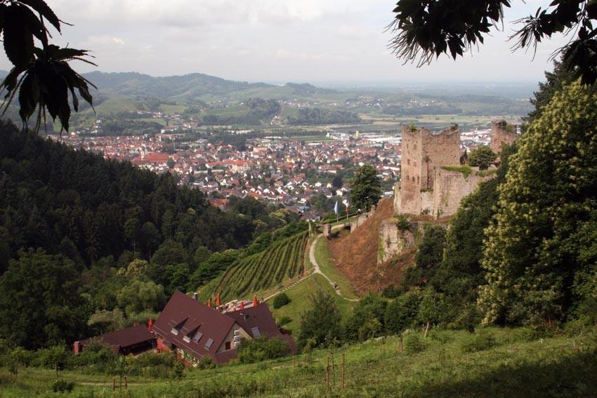 Ruine und Burgwirtschaft Schauenburg oberhalb Oberkirch