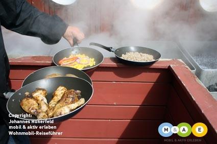 Ein Essen im Dampf aus dem Boden gegart: Hveragerdi (IS)