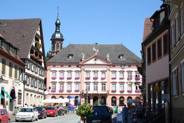 Rathaus Gengenbach im Sommer... (Bild: CH)