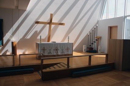 Die Kirche von Blöndúos von innen  (IS)