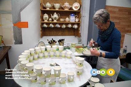 Zell a. H. - Zeller Keramik: Hahn und Henne - weltberühmt