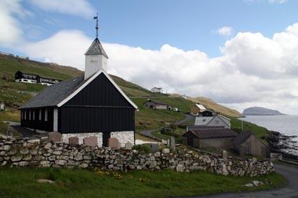 Kichlein in der Färöischen Fjordlandschaft