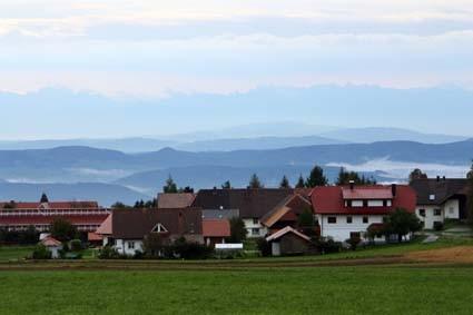 Alpensicht trotz Regen: Blick von Strittmatt im Hotzenwald