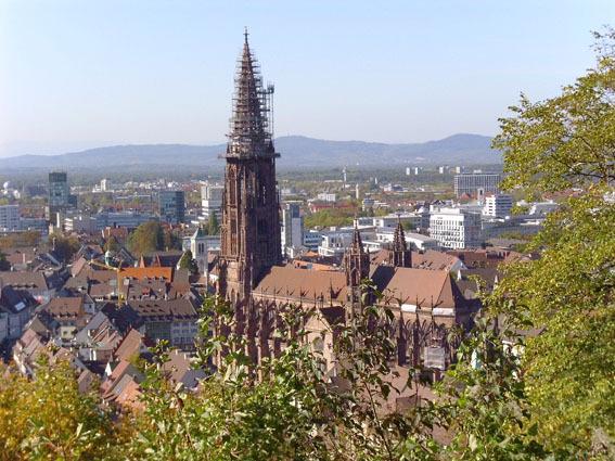 Freiburger Münster vom Kanonenplatz aus