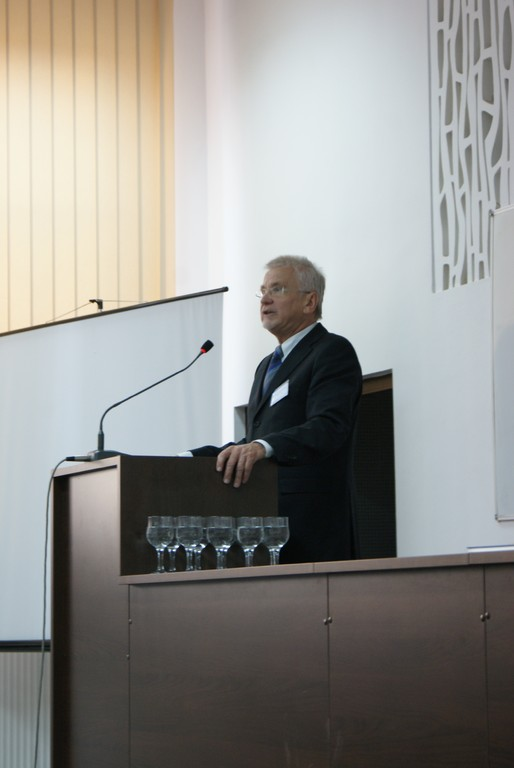 """Dr. Dieter Grasedieck, Ehrenvorsitzender des """"Vereins zur Förderung der deutschsprachigen Bildung und Forschung in Rumänien und in Südosteuropa"""" an der Babeş-Bolyai-Universität"""