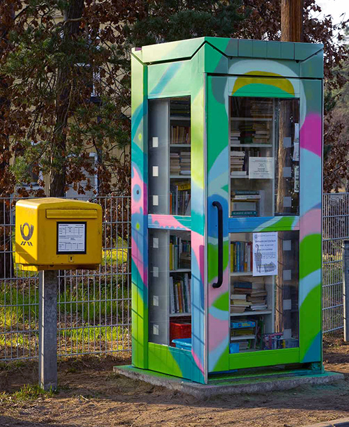 "Büchertauschplatz ""Frieda"" am Kreisverkehr in Borkwalde"