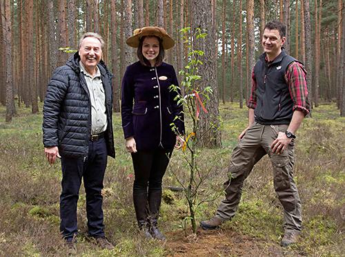Karl Tempel, Baumkönigin Anne Köhler und Forstingenieur Martin Schmitt