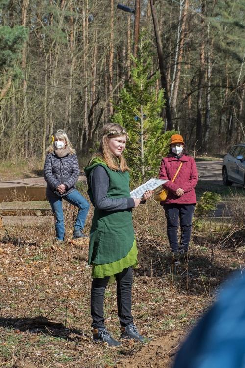 Caroline informiert über die Baumsorte Esskastanie