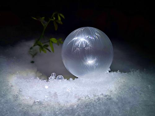 Fragile Kunst: Eisige Seifenblasen