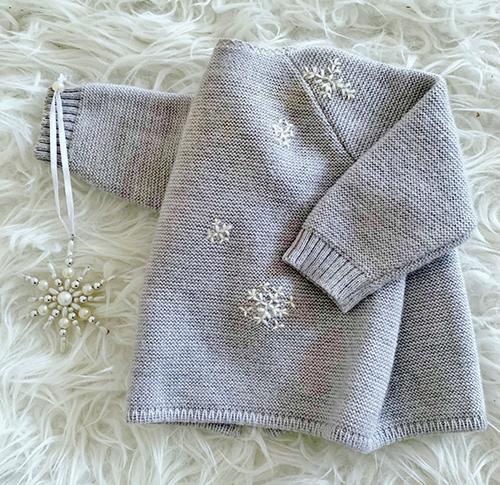 Das Schlüttli hatte leider ein paar Löchlein bekommen, die ich für unser Wintermädchen mit kleinen Flocken versteckt habe | Marike P.