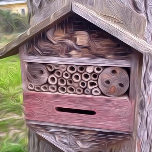 Ein Insektenhotel hat viele kleine Verstecke und kann aus verschiedensten Naturmaterialien selbst gebaut werden