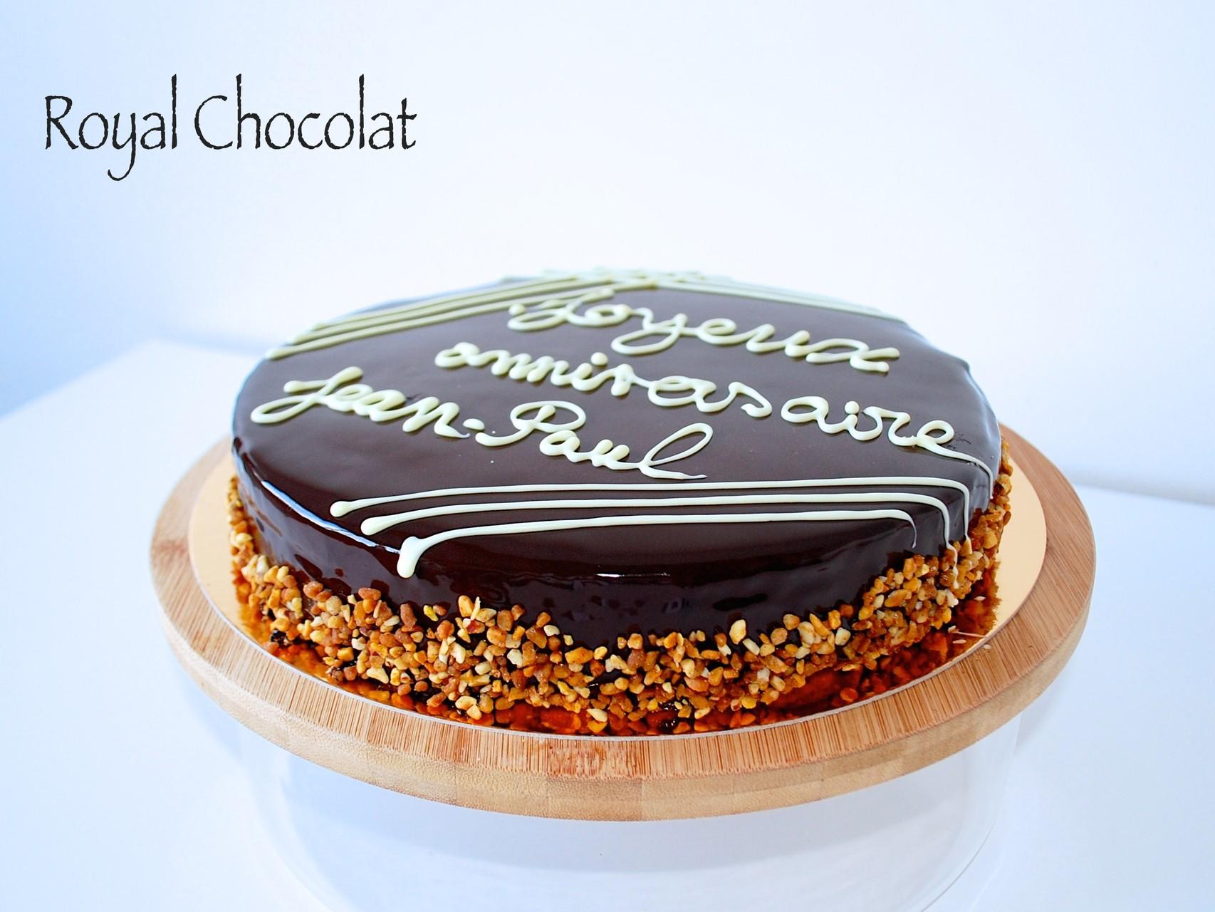 Royal Chocolat (dacquoise noisette, praliné feuilletine, mousse au chocolat)