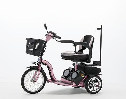 フランスベッドのスマートパル 三輪自転車のように気軽に乗れる電動車いす