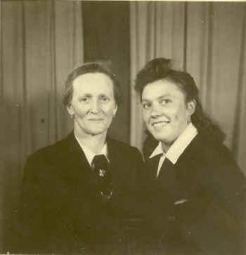 Elsa Grimm und Mutter Stefanie, 1944