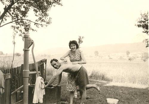 Ehemaliger Brunnen beim Bahnwärterhaus Rösch. Ein Anschluss an die Wasserleitung erfolgte erst  in den 1960-iger Jahren.