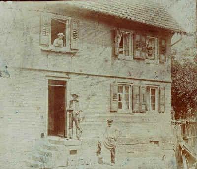 Das Haus in der Adlerstraße im Jahre 1905 (vor der Firmengründung)