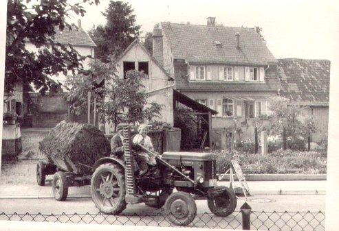 Landwirt August Koch mit Frau vor dem Haus Rudi Walter, Hauptstraße 44, Foto: Rudi Walter