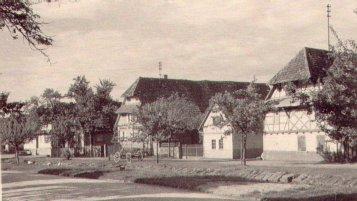 Häuserzeile  Bahnhofstraße (jetzt Sezanner Straße) gegenüber Metzgerei Ihli (jetzt Sax)