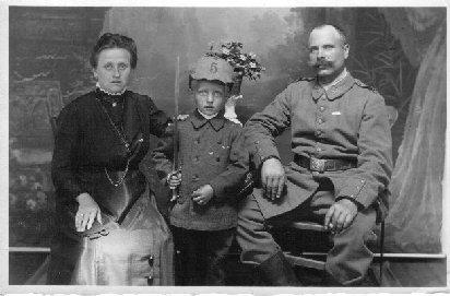 Hermine und Hermann Wüth mit dem siebenjährigen Paul, 1916