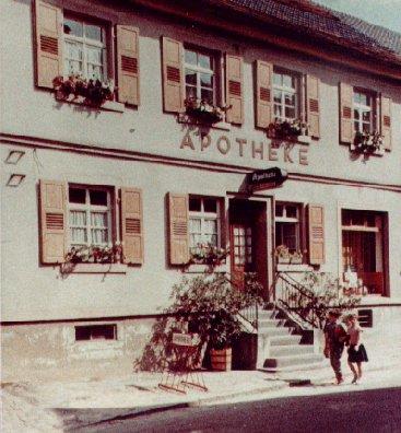 Eingang zur Apotheke in den 60iger Jahren, Foto: Gudrun Romig