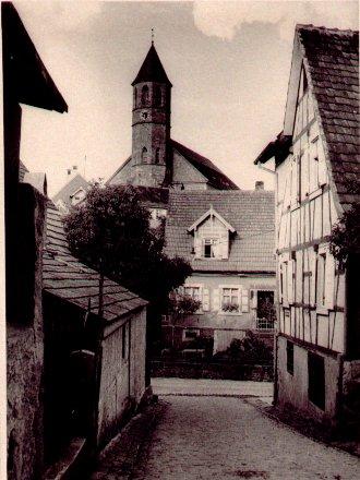 """Blick vom """"Saubuckel"""" (Schützenstraße) zur Kirche"""