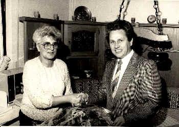 Paula am 70. Geburtstag, (re. Herr Heck Sparkasse Malsch)