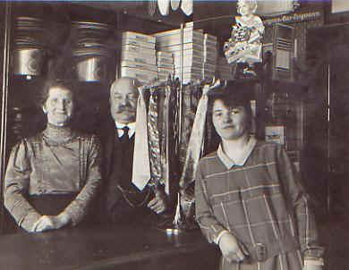 Betolds Frau Maria Anna (+1944), Bertold (+1953), Tochter Luise (+1968)