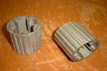 Welschkornkolbenentkerner (Maisentkerner)  Wurde aus Stabbomben im zweiten Weltkrieg hergestellt und wird noch immer benutzt. (Die Bomben hatten Steuerungsflügel. Aus der Halterung der Flügel wurden die Entkerner hergestellt.)