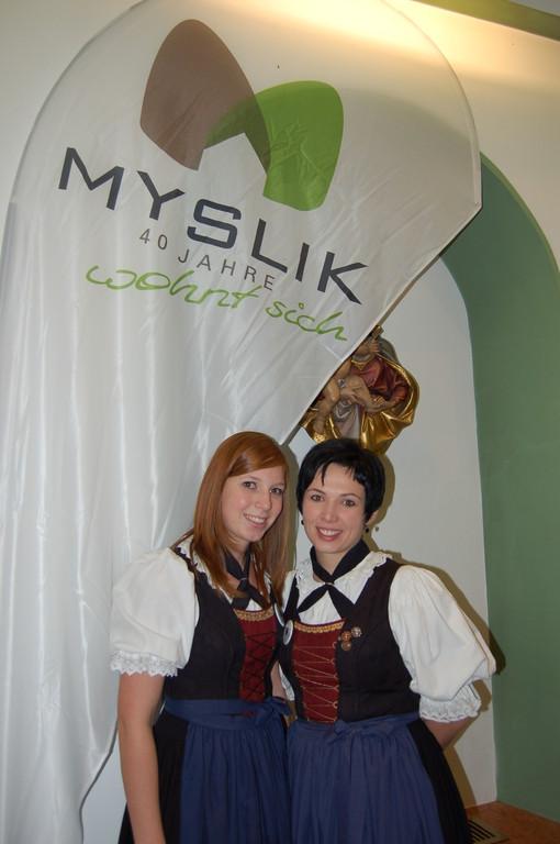 Iris und Martina freuen sich über die Unterstützung von Myslik