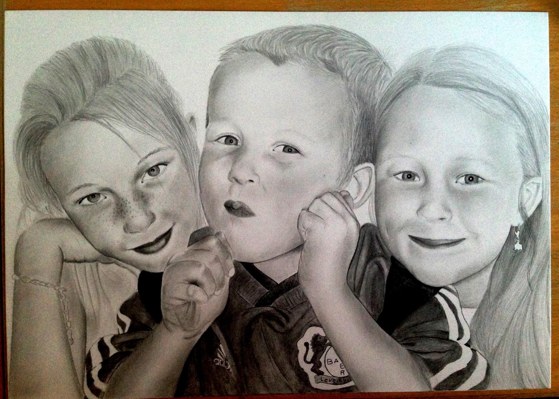 Portraitzeichnung Tutorial - Endergebnis Geschwistertrio nach knapp 14 Stunden Arbeitszeit
