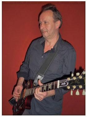 Gitarrist mit E-Gitarre
