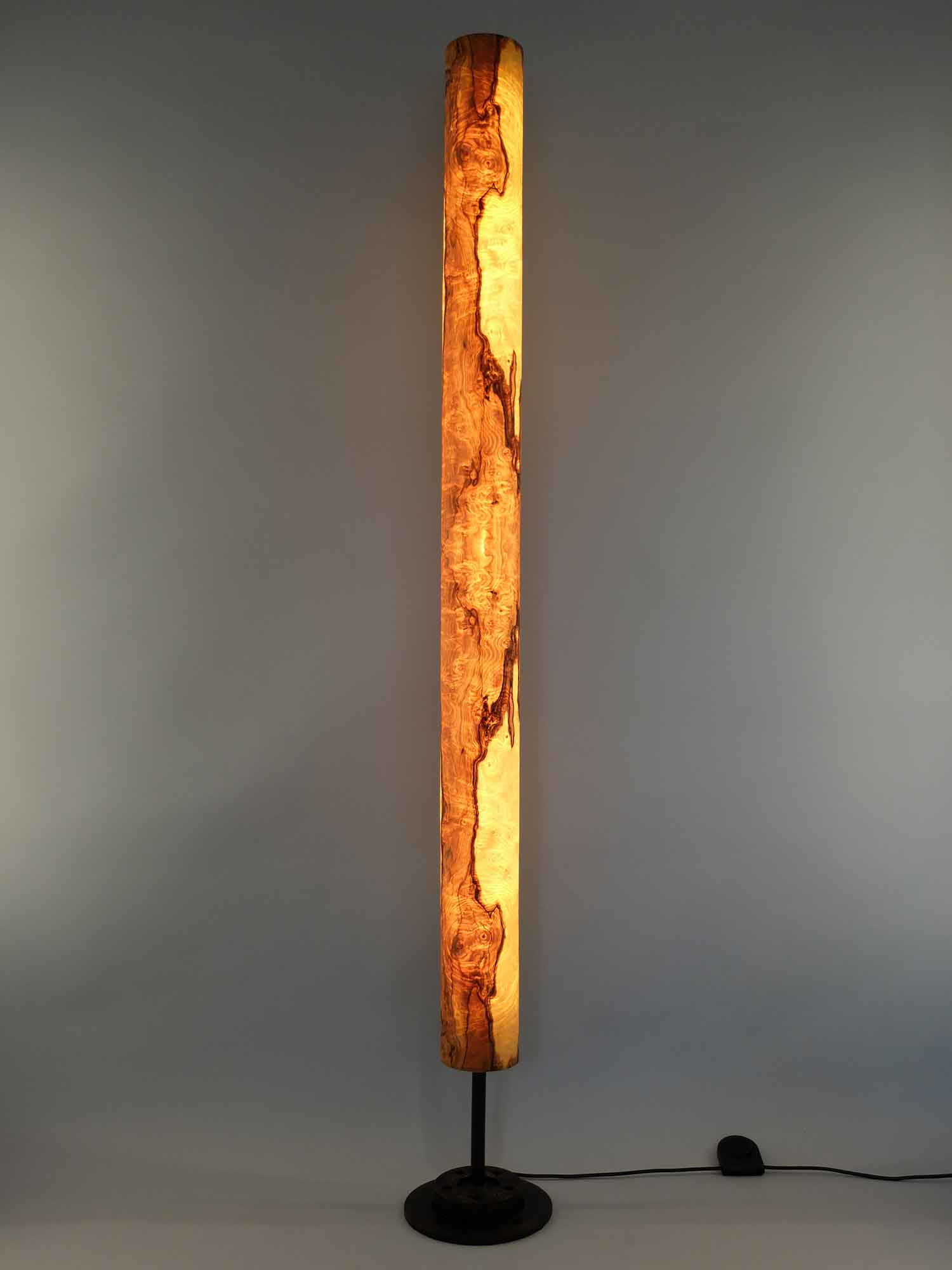 Upcycling Stehlampe Columna groß Olivesche-Maser