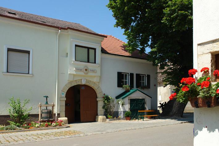 Weingut & Winzerzimmer Familie Tinhof