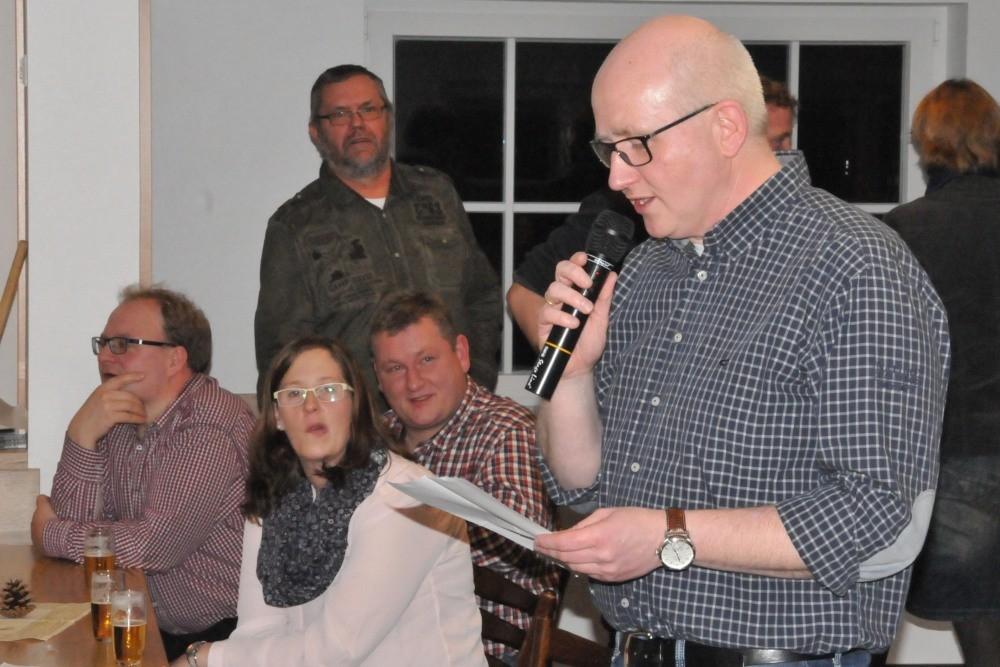 Bernd brachte ein weihnachtlichtes Gedicht zur Entstehung des DGH...