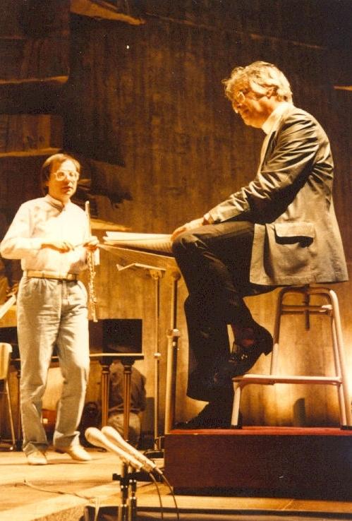 Bunka Kaikan Tokio, 4. Mai 1984:  Johann Sebastian Bach, Orchestersuite h-Moll mit dem Bach-Collegium Stuttgart unter der Leitung von Helmuth Rilling (rechts)