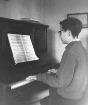 Bonn, August 1956: Am Klavier