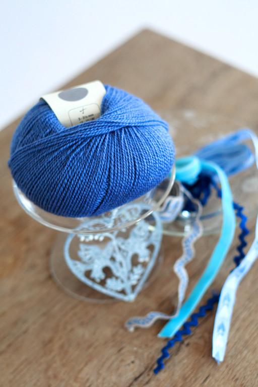 Blaue Wolle.