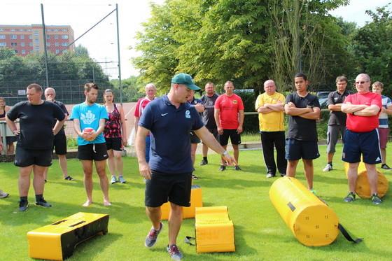 DRV-Nationaltrainer Kobus Potgieter gibt beim Trainerlehrgang in Hamburg die Richtung vor