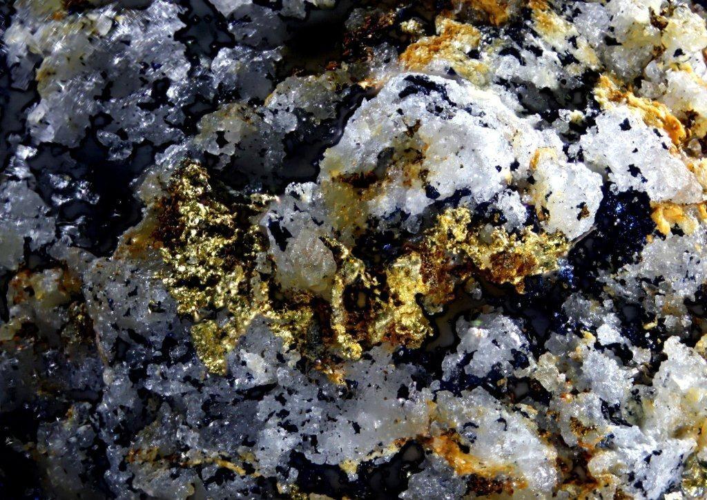 ged. Gold, Zlate Hory, Tschechien; Bildbreite 8 mm