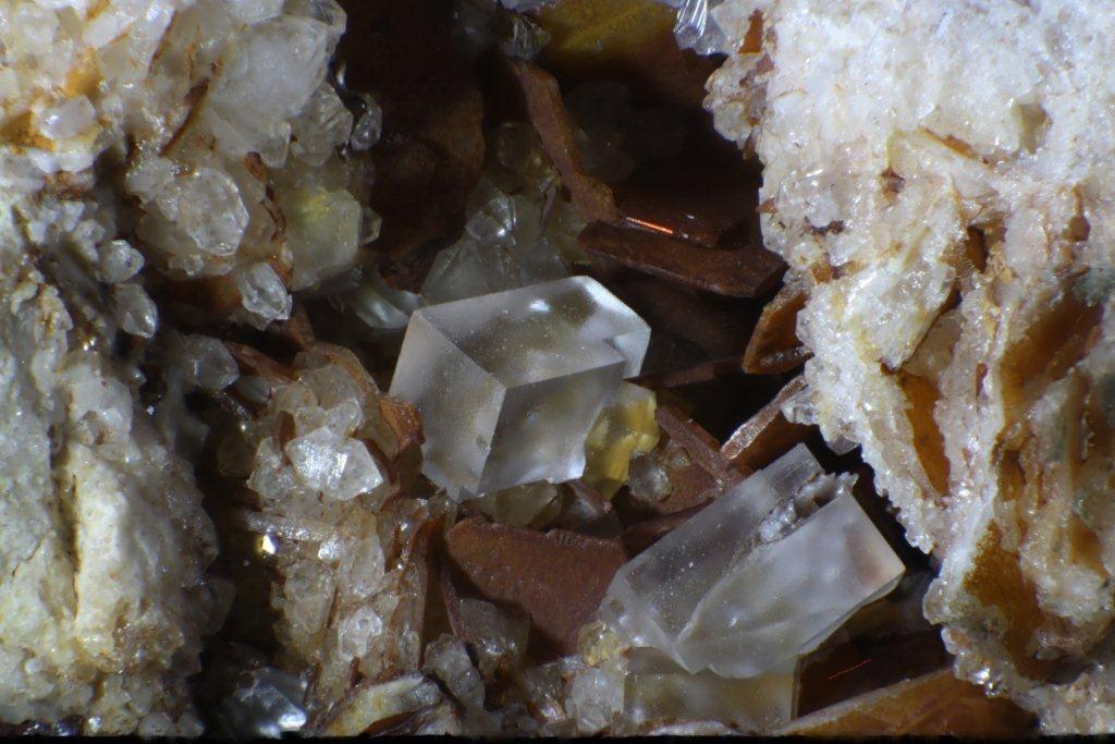 Fluorit X, Baryt  Grube Clara, Bildbreite 10mm