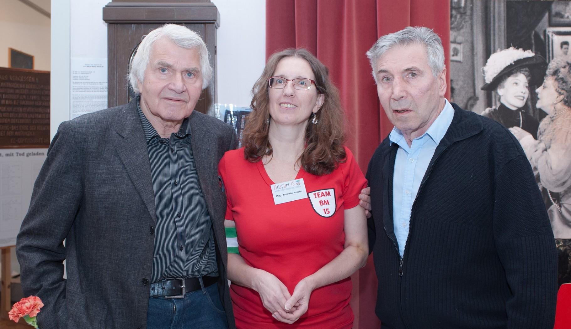 Museumsleiterin Brigitte Neichl zwischen zwei Legenden: Sigi Bergmann (li) und Hans Irsolics (re)