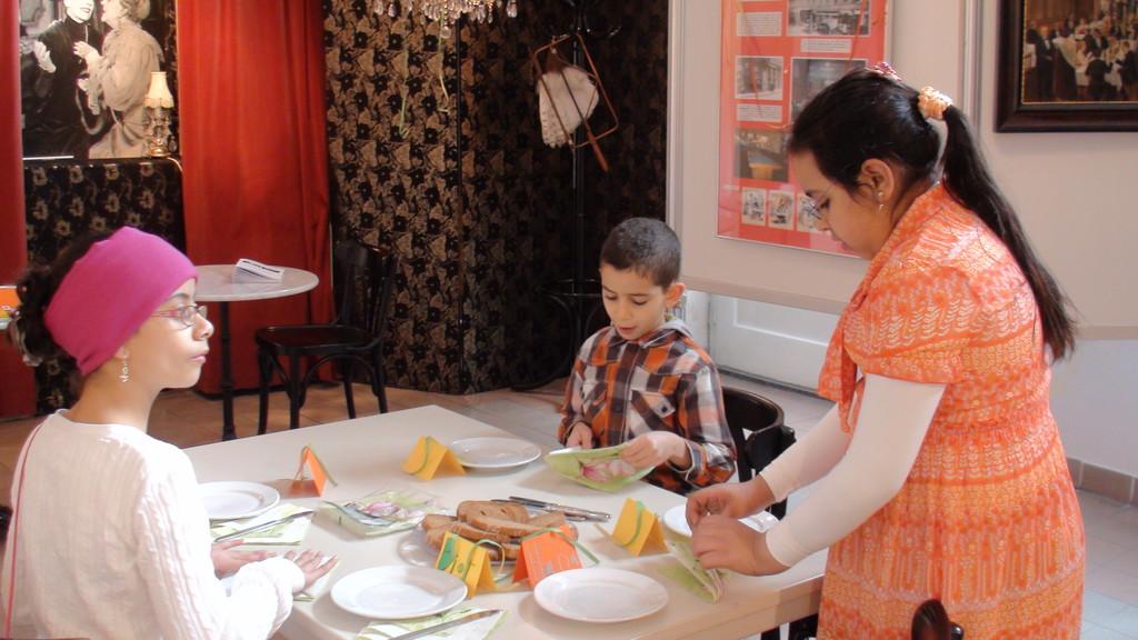 Jasmina, Adam und Hasna