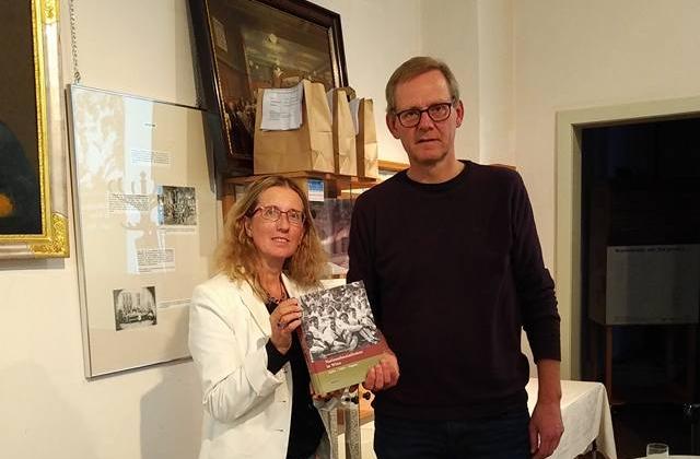 """ML Brigitte Neichl mit Martin Krist, Autor des Buches """"Nationalsozialismus in Wien"""""""