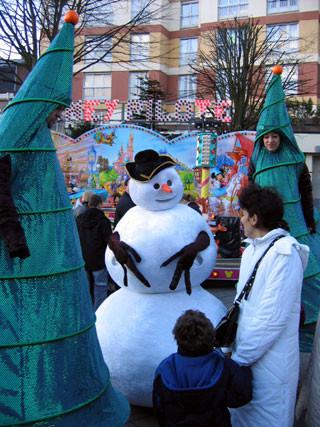 Le Bonhomme de neige & ses sapins
