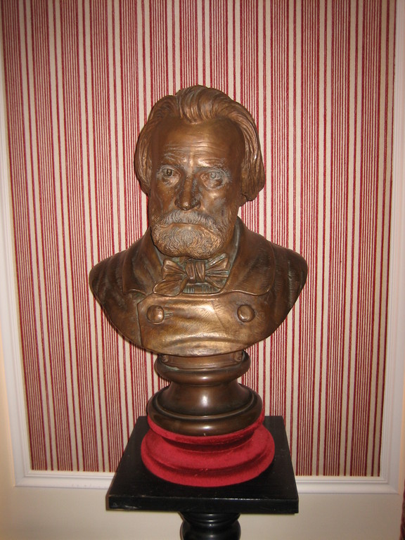 Buste de Pierre Larousse